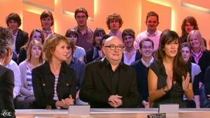 Mélanie Doutey dans le Grand Journal De Canal Plus - 07/01/10 - 5