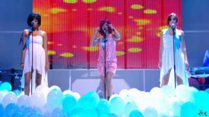 Rihanna dans le Grand Journal De Canal Plus - 10/11/10 - 2
