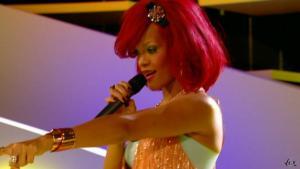 Rihanna dans le Grand Journal De Canal Plus - 10/11/10 - 3