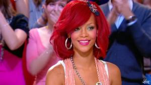 Rihanna dans le Grand Journal De Canal Plus - 10/11/10 - 4