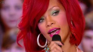 Rihanna dans le Grand Journal De Canal Plus - 10/11/10 - 5