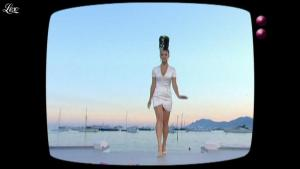 Charlotte Le Bon dans le Grand Journal de Canal Plus - 20/05/11 - 01