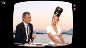 Charlotte Le Bon dans le Grand Journal de Canal Plus - 20/05/11 - 02