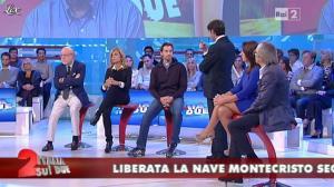 Cristina Tassinari dans Italia Sul Due - 12/10/11 - 01