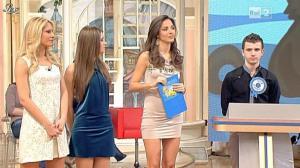 Laura Barriales dans Mezzogiorno in Famiglia - 30/01/11 - 04