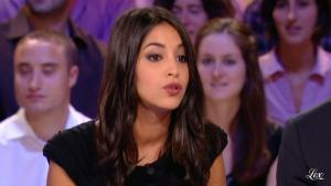Leïla Bekhti dans le Grand Journal De Canal Plus - 21/06/11 - 02