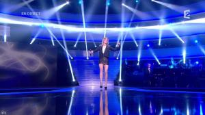 Véronic Dicaire dans le Grand Show - 24/11/12 - 065