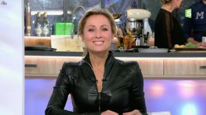 Anne-Sophie Lapix dans C à Vous - 05/02/16 - 01
