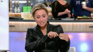 Anne-Sophie Lapix dans C à Vous - 05/02/16 - 02