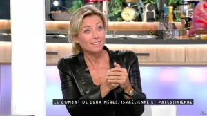 Anne-Sophie Lapix dans C à Vous - 14/10/15 - 04