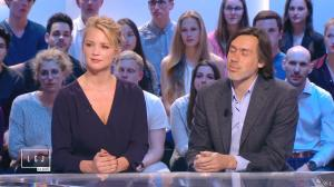 Virginie Efira dans le Grand Journal de Canal Plus - 10/04/15 - 03