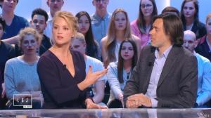 Virginie Efira dans le Grand Journal de Canal Plus - 10/04/15 - 08