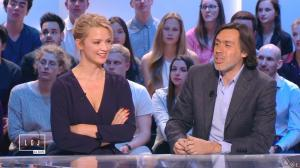Virginie Efira dans le Grand Journal de Canal Plus - 10/04/15 - 10
