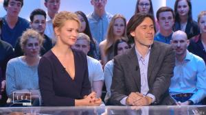 Virginie Efira dans le Grand Journal de Canal Plus - 10/04/15 - 11