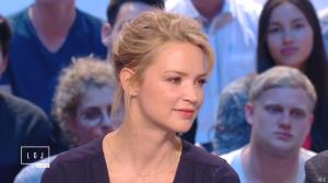 Virginie Efira dans le Grand Journal de Canal Plus - 10/04/15 - 12