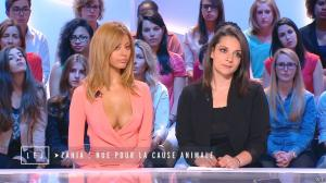 Zahia Dehar dans le Grand Journal de Canal Plus - 16/06/15 - 06