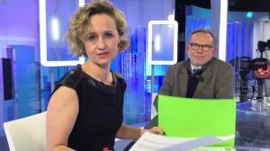 Caroline Roux dans un Bonus de C dans l'Air - 03/01/17 - 02