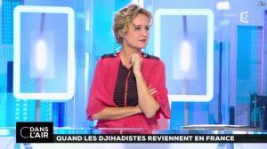 Caroline Roux dans C dans l Air - 01/12/16 - 01