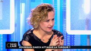 Caroline Roux dans C dans l'Air - 03/01/17 - 08