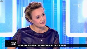 Caroline Roux dans C dans l'Air - 21/02/17 - 03