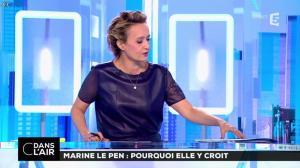 Caroline Roux dans C dans l'Air - 21/02/17 - 05