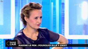 Caroline Roux dans C dans l'Air - 21/02/17 - 27