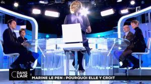 Caroline Roux dans C dans l'Air - 21/02/17 - 40