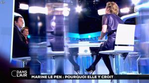 Caroline Roux dans C dans l'Air - 21/02/17 - 45
