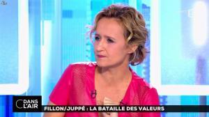 Caroline Roux dans C dans l Air - 24/11/16 - 02