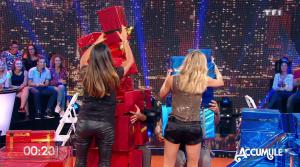 Karine Ferri et Clara Morgane dans Vendredi Tout Est Permis - 02/12/16 - 07