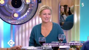 Anne-Elisabeth Lemoine dans C à Vous - 03/10/19 - 08
