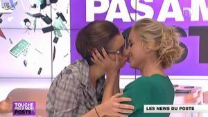 Amélie Poirier-Coutansais et Enora Malagré dans Touche pas à Mon Poste - 26/10/12 - 04