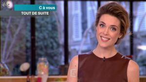 Julie Andrieu dans C à Vous - 14/03/12 - 02