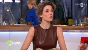 Julie Andrieu dans C à Vous - 14/03/12 - 07