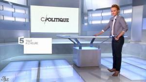 Caroline Roux dans une Bande-Annonce de C Politique - 08/12/13 - 01