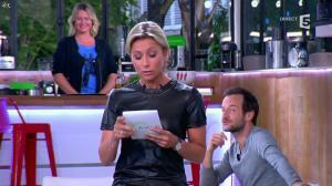 Anne-Sophie Lapix dans C à Vous - 21/05/14 - 049