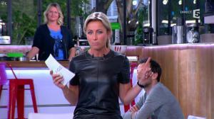 Anne-Sophie Lapix dans C à Vous - 21/05/14 - 095