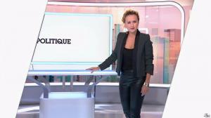 Caroline Roux dans C Politique - 19/10/14 - 011
