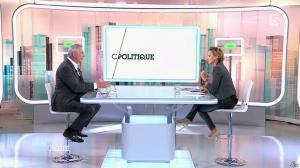 Caroline Roux dans C Politique - 19/10/14 - 022