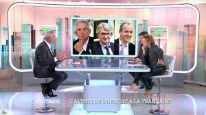 Caroline Roux dans C Politique - 19/10/14 - 095