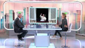 Caroline Roux dans C Politique - 19/10/14 - 097