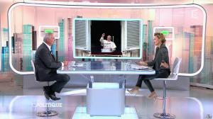 Caroline Roux dans C Politique - 19/10/14 - 098