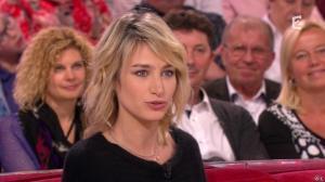 Pauline Lefèvre dans Vivement Dimanche - 02/11/14 - 02