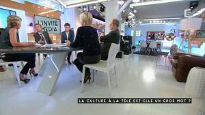 Anne-Elisabeth Lemoine et Anne-Sophie Lapix dans C à Vous - 25/11/16 - 01
