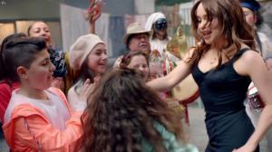 Emilia Clarke dans une Publicité pour Dolce And Gabbana The One - 06/10/17 - 04