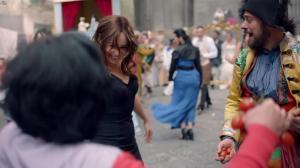 Emilia Clarke dans une Publicité pour Dolce And Gabbana The One - 06/10/17 - 05