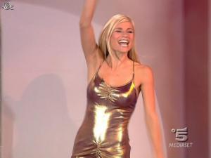 Michelle Hunziker dans Striscia La Notizia - 18/10/06 - 01