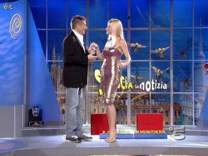 Michelle Hunziker dans Striscia La Notizia - 18/10/06 - 02