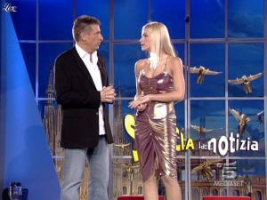 Michelle Hunziker dans Striscia La Notizia - 18/10/06 - 04