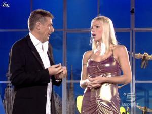 Michelle Hunziker dans Striscia La Notizia - 18/10/06 - 05